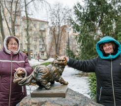 Оксана Сорокіна учасниця «КЛУБУ МІЛЬЙОНЕРІВ «М.С.Л.» зі своєю свекрухою Надією Андріївною